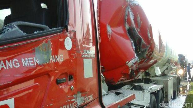 Kecelakaan di KM 32 Tol Cikupa.