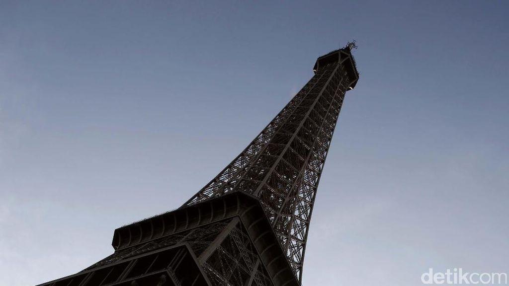 Video: Duka ke Korban Bom Sri Lanka, Menara Eiffel Gelap Gulita