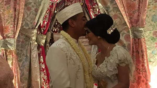 Resmi Dinikahi Pengusaha, Begini Suasana Akad Nikah Fanny Ghassani
