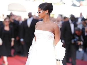 Tubuh Lebih Berisi, Rihanna Diisukan Hamil