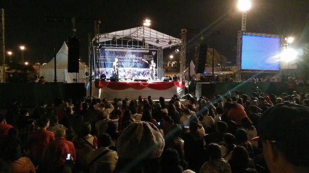 Para pengunjung berdatangan di puncak acara Harkitnas di makam Mbah Priok