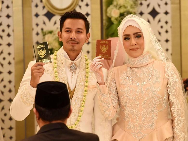 Selamat! Fairuz A Rafiq Hamil Anak Pertama dari Sonny Septian