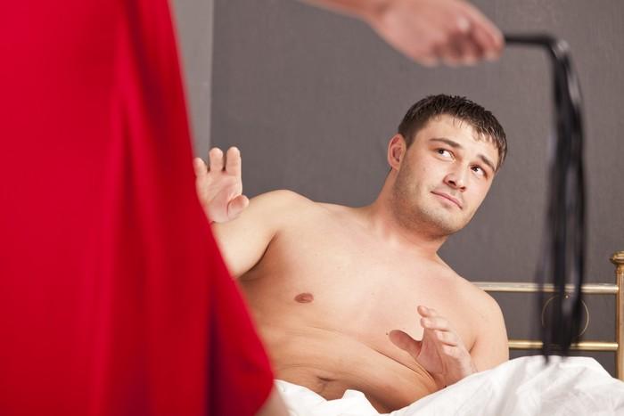 Blowjob yang kurang tepat dari pasangan Anda bisa membuahkan mimpi buruk. Penis yang keras dan gigi yang tajam tidak bukan solusi yang baik saat bercinta. Ini bisa menyakitkan pria. Foto: ilustrasi/thinkstock