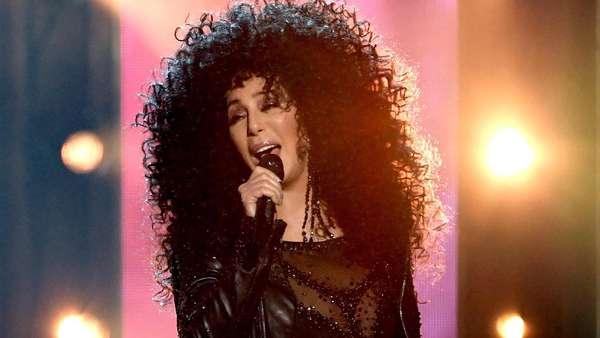 Usia 71 Tahun, Cher Tetap Prima di Atas Panggung Billboard Awards