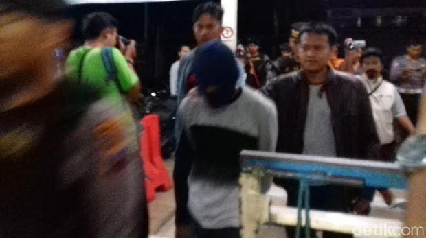 Salah satu tersangka kasus Mapala UII yang dijemput polisi malam ini.