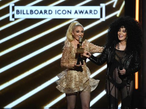 Foto: Cher Seksi Berbusana Transparan di Billboard Music Awards 2017
