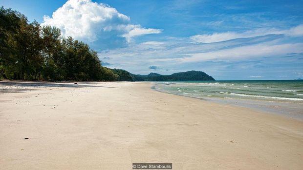 Pemandangan di pantai Pulau Tarutao