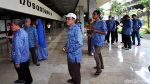 Sambil Terisak, Agen First Travel Cerita ke DPR Dicaci Maki Jemaah