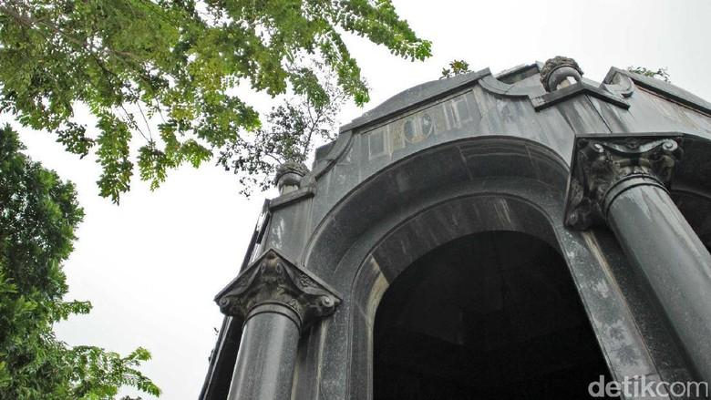 Mausoleum OG Khouw Petamburan yang kurang mendapat perhatian (Randy/detikTravel)