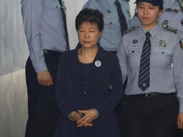 Tim Pengacara Sebut Eks Presiden Korsel Menderita di Sel Tahanan