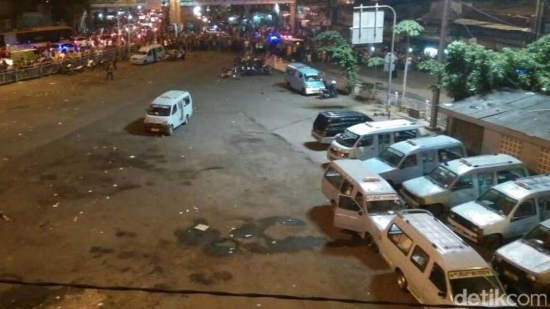 Halte Transjakarta Kampung Melayu Tak Beroperasi Pasca Ledakan Bom