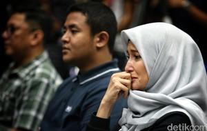 Tangis Inneke Koesherawati Dengar Vonis Suami