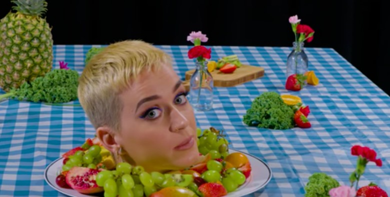 Foto: Katy Perry di pameran Bon Apetit (youtube)