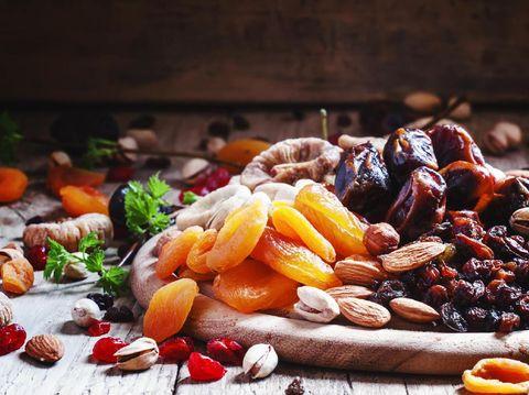 Makan buah kering bisa jadi pilihan bila bosan dengan buah biasa.