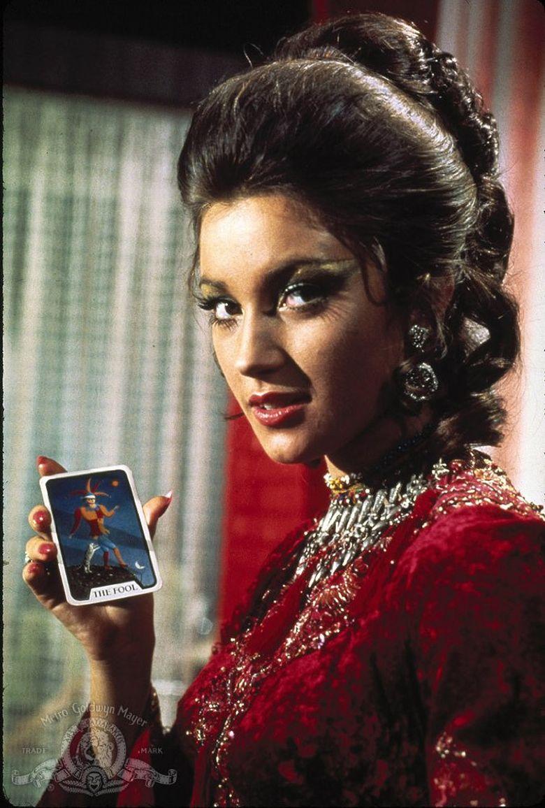 Jane Seymour menjadi aktris yang dikenal sebagai Bond Girl (imdb)