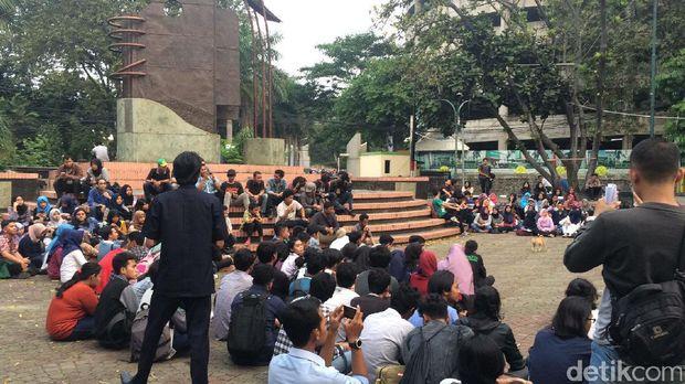Aksi Aliansi Dosen UNJ tuntut Rektor cabut laporan ke polisi