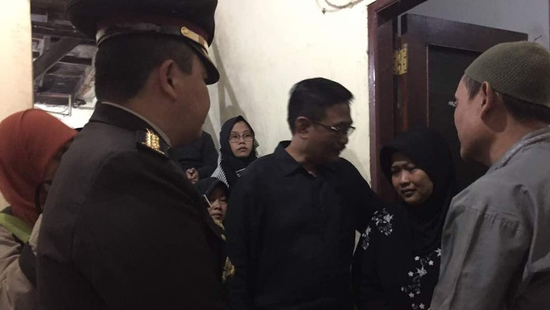 Djarot Sambangi Rumah Duka Bripda Imam, Ikut Tenangkan Keluarga