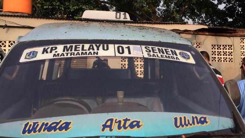 4 Angkot Rusak Akibat Bom Kampung Melayu