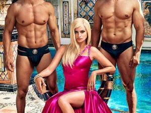 Pirang dan Seksi, Ini Sosok Penelope Cruz Sebagai Donatella Versace