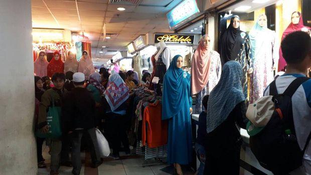 Baju Muslim di Tanah Abang Laris Manis Mendekati Ramadan
