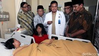 Nono berbincang denga Susi Afitriyani yang menjadi korban bom Kampung Melayu.
