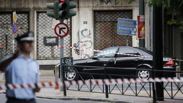 Mobil eks PM Yunani meledak.