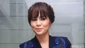 Aih, Momo 'Geisha' Chic Pakai Rok Mini