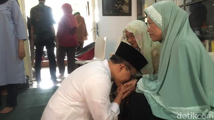 Bupati Anas Ajak Warga Sungkem ke Orangtua