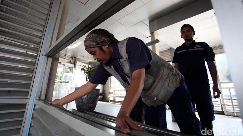 Halte TransJ Kampung Melayu Dibersihkan Usai Teror Bom