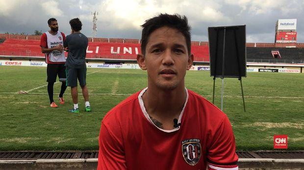 Irfan Bachdim kini menikmati karier sepak bola di Bali United. (