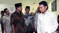 Nono Sampono bersama anggota DPD lainnnya saat tiba di RSUD Budhi Asih.