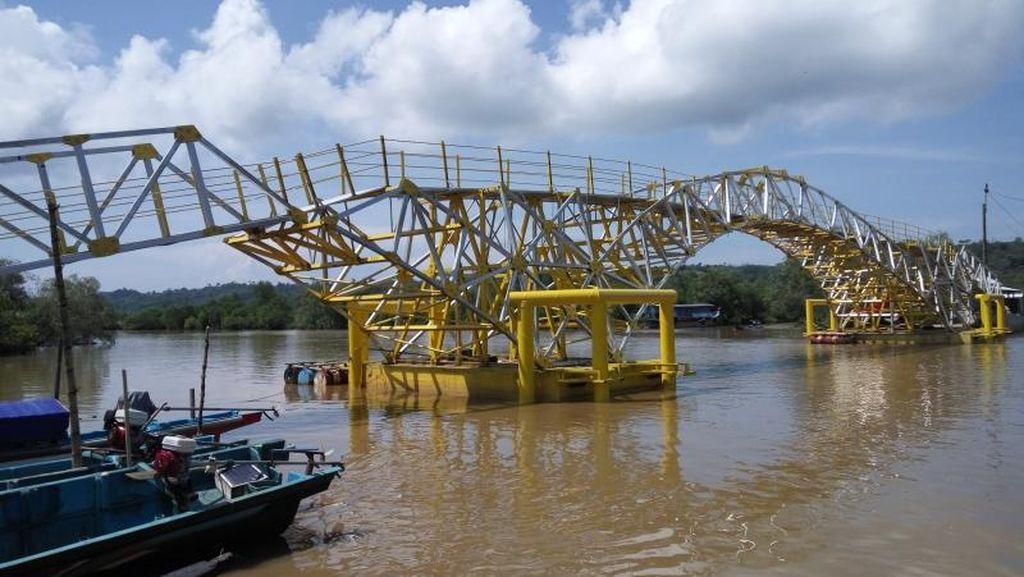Penampakan Jembatan Apung di Cilacap