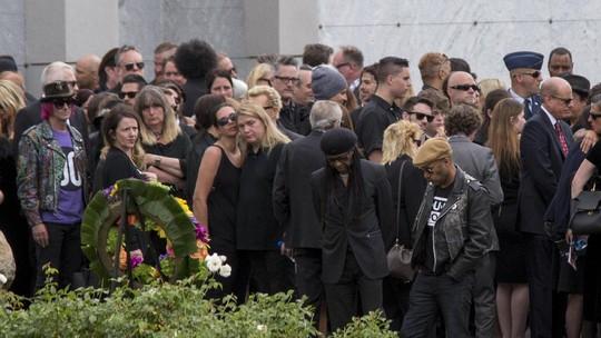 Duka Mendalam di Pemakaman Chris Cornell