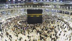 Arab Saudi Larang Kunjungan Umrah karena Virus Corona