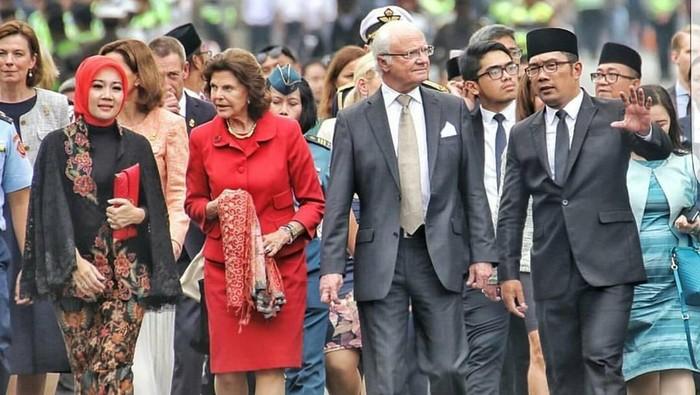 Raja dan Ratu Swedia saat mengunjungi Kota Bandung, Indonesia, beberapa waktu lalu. Foto: Instagram/ridwankamil & ataliapr