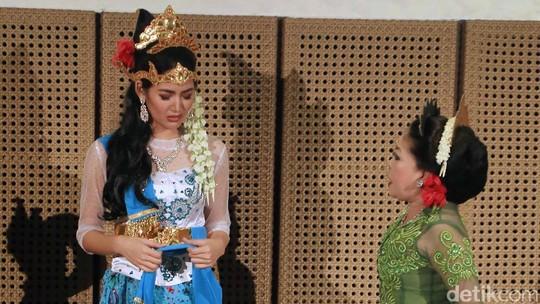 Seru! Maria Selena Jadi Dayang Sumbi di Pentas Teater