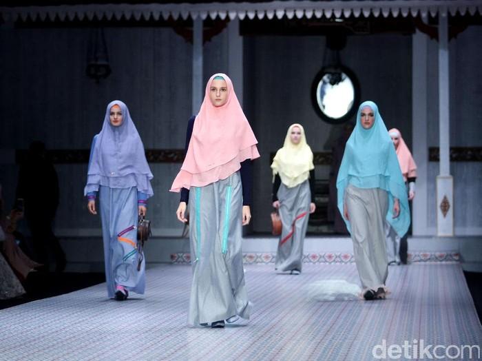 Koleksi terbaru Si.se.Sa yang mengusung tema Keluargi bertempat di Dharmawangsa Hotel. Jakarta.