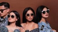 Layaknya Girlsquad pimpinan Nia Ramadhani, Titi Kamal dan rekan-rekannya juga kerap photoshoot. Foto: Instagram @titi_kamall/@balqis_farah