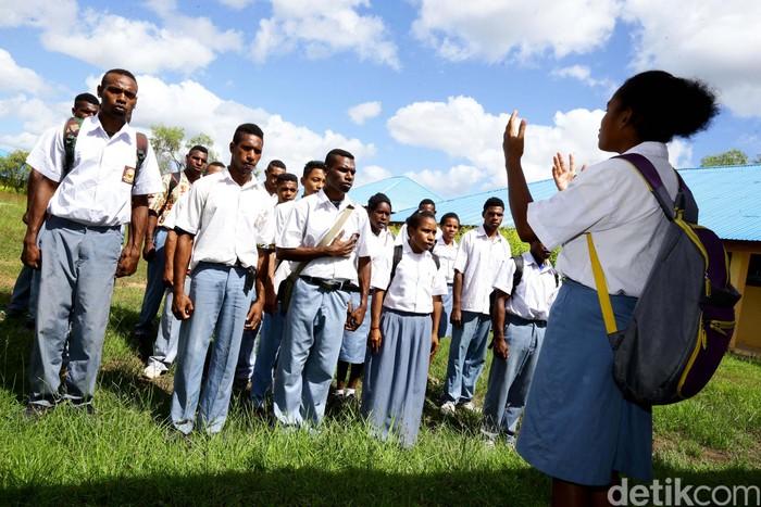 Foto ilustrasi: Siswa-siswi SMA di Merauke. (Hasan Al Habshy/detikcom)