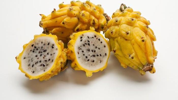 Siapa yang pernah coba makan buah naga kuning? (Foto: iStock)