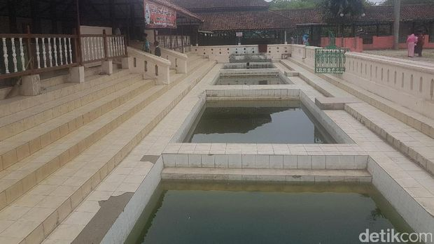 Melihat Masjid Agung Banten Lama yang Didirikan Sultan Maulana