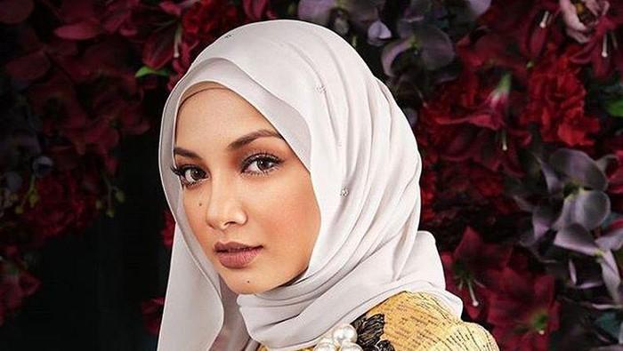Neelofa Hijab Malaysia Gigi Hadid