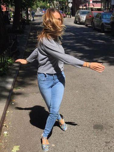 Sarah Jessica Parker Sebut Sandal Rp 3 Juta Ini Sebagai Sneakers