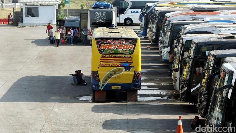 Pemprov DKI Jakarta menyiapkan terminal Pulogebang sebagai pusat pemberangkatan pemudik. Begini suasana terminal jelang arus mudik.