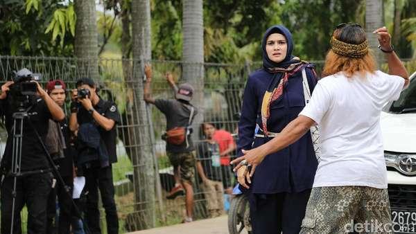 Zee Zee Shahab Pingsan di Depan Matt Drajat