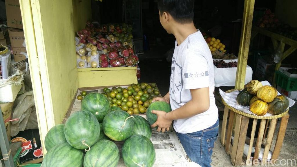 Buah-buahan Ini Jadi Mesin Uang Pedagang Selama Puasa