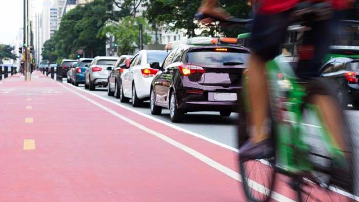 Bersepeda termasuk salah satu olahraga yang digemari (Foto: Thinkstock)