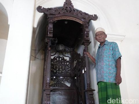 Mimbar di Masjid Darussalam Mojokerto