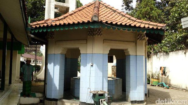 Tempat wudu di Masjid Darussalam Mojokerto