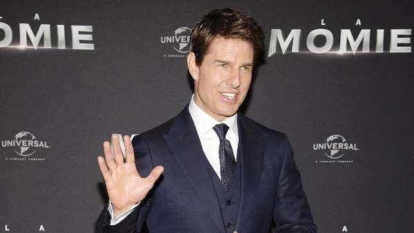 Tom Cruise Dikelilingi Wanita Cantik di Premiere The Mummy